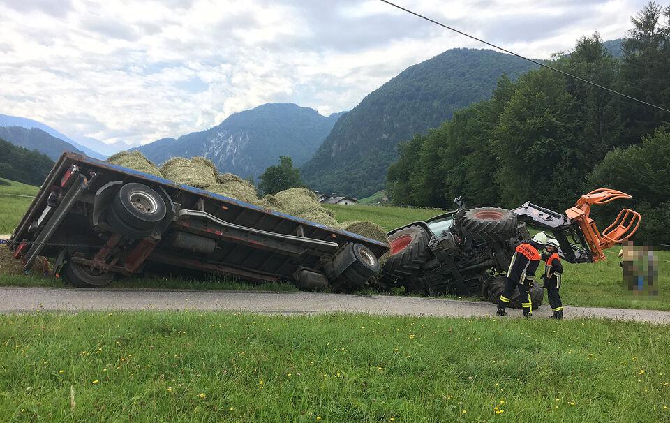 Traktor kippt in Wassergraben - Fahrer zum Glück unverletzt