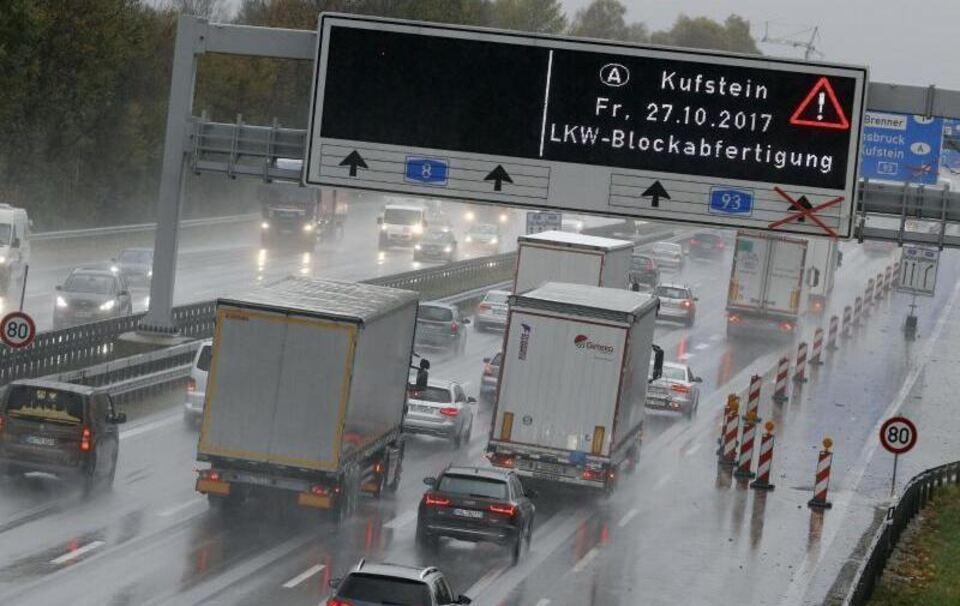 Bisher kein Stau bei Blockabfertigung für Lkw auf A93