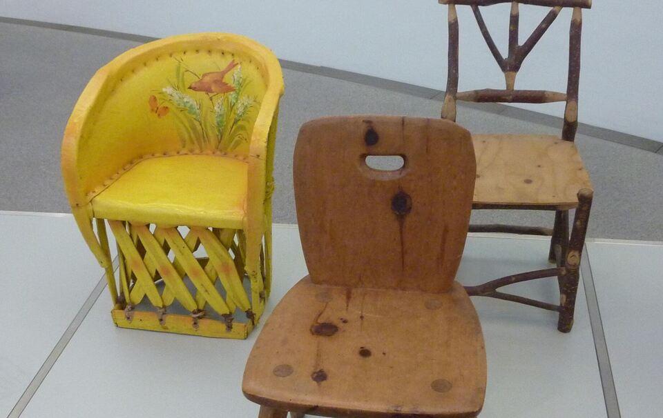 kindersitzm bel aus der sammlung von gisela neuwald in der pinakothek der moderne. Black Bedroom Furniture Sets. Home Design Ideas