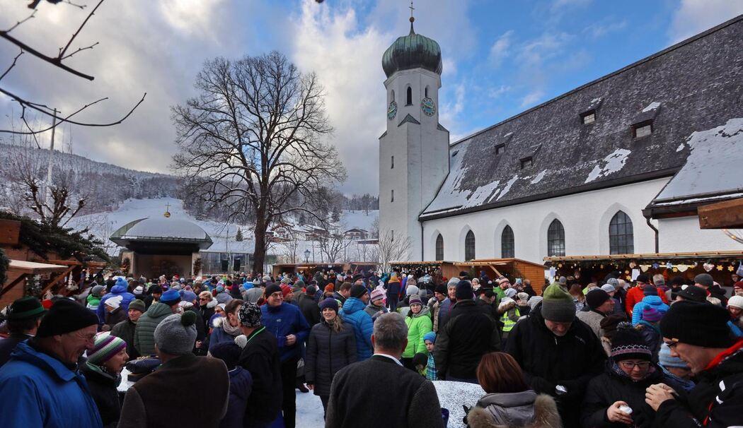 Bischofswiesen Geniessen Und Ratschen Auf Dem Rathausplatz Grosser